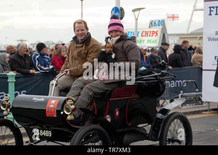 Mr and Mrs Ben & Gillian Portus and their pet dog, driving their 1903 Oldsmobile down Madera Drive, after completing the 2018 London to Brighton Veteran Car Run - Stock Image