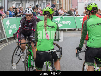 WaowDeals Pro Cycling riders at the start of the 2018 Ovo Women's Tour - Stock Image