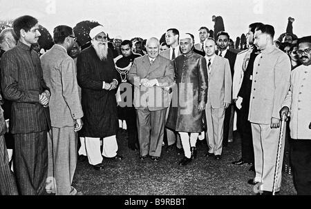 Nikita Khrushchev (centre left) and Jawaharlal Nehru - Stock Image