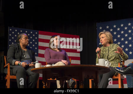 Port Washington, New York, USA. 11th April 2016. HILLARY CLINTON, at right, Democratic presidential primary leading - Stock Image