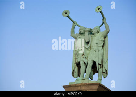 The Lure Players at City Hall  Square: Two Lure (a kind of trumpet) players depicted in a memorial to J.C. Jacosen. A gift to Copenhagen by the Calsberg Foundation and designed by Anton Rosen. - Stock Image