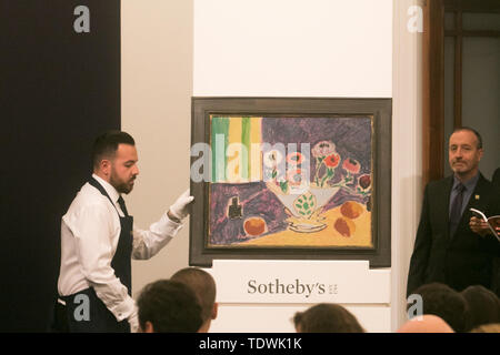 London UK. 19th June 2019. 'Vase d'anemone 'by Henri Matisse,   oil and black crayon on canvas, Estimate £4,000,000 m which sold at hammer for £3,600,000m at the Impressionist & Modern Art Evening Auction  at Sotheby's London Credit: amer ghazzal/Alamy Live News - Stock Image