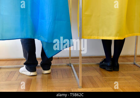 Brno, Czech Republic. 21st Apr, 2019. Ukrainians living in Czech Republic take part in the second round of presidential elections in Ukraine at the Consulate of Ukraine in Brno, Czech Republic, April 21, 2019. Credit: Vaclav Salek/CTK Photo/Alamy Live News - Stock Image