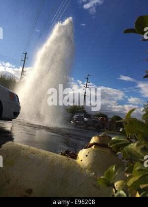 Modesto, California, USA. October 20, 2014. A solo car accident on Standiford Ave near Tully causes flooding this - Stock Image