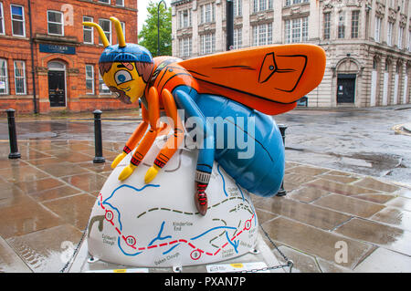 Benny the Bee, by Hammo.  One of the Bee in the City sculptures, Castlefield, Manchester, UK.  A tribute to Benny Rothman. - Stock Image