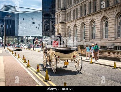 Vintage horse and carriage transport on Liverpool street. - Stock Image