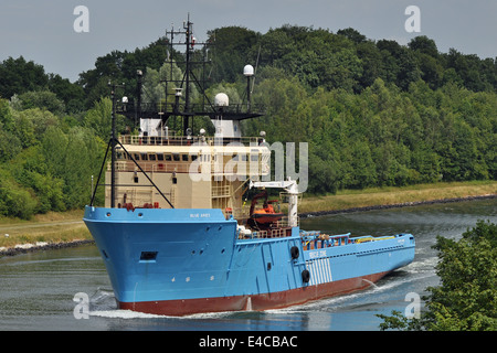 Blue Aries passing the Kiel-Canal. - Stock Image