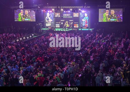 Berlin, Germany. 21st Mar, 2019. About 12000 visitors are guests at the Darts Premier League in the sold out arena at the Ostbahnhof. Credit: Jörg Carstensen/dpa/Alamy Live News - Stock Image