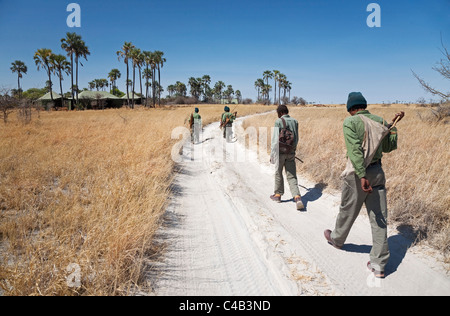 Botswana, Makgadikgadi. San Bushman guides head back towards Jack's Camp, Makgadikgadi. - Stock Image