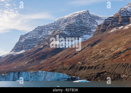 Greenland. Scoresby Sund. Gasefjord. Lateral moraine and face of a glacier. - Stock Image