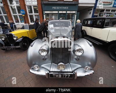 Faversham, Kent, UK. 19th May, 2019. 25th Faversham Transport Weekend: the second day of this annual transport festival now in its 25th year showcasing a wide range of vintage cars and vehicles. Pictured: a vintage Bentley R Type. Credit: James Bell/Alamy Live News - Stock Image