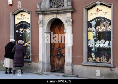 Old ladies window shopping in Gdansk - Stock Image