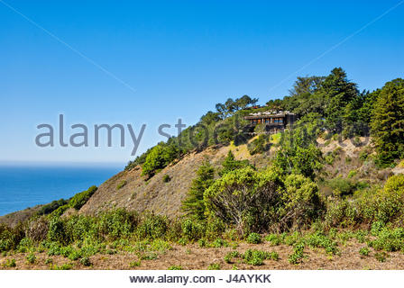 Overlooking the Pacific Ocean at Big Sur, Nepenthe Restaurant and Café Kevah occupy a hilltop location once - Stock Image
