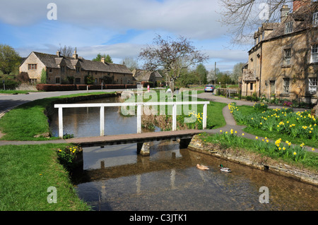 Bridge over River Eye, Lower Slaughter, Gloucestershire - Stock Image