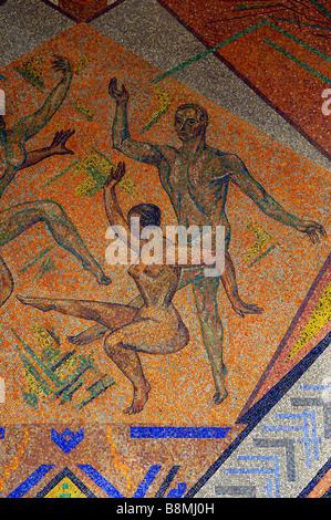 tanzgruppe mosaic düsseldorf NRW forum art germany deutschland orange - Stock Image
