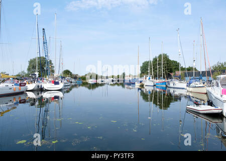 Moored boats on the Chelmer and Blackwater navigation/canal near Heybridge Basin, Essex. Essex waterways - Stock Image