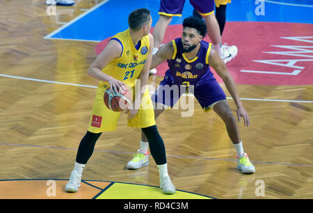 Opava, Czech Republic. 16th Jan, 2019. Radovan Kouril of Opava, left, and Scottie Reynolds of Hapoel fight for a ball during the Group B, 11th round of the Champions League match BK Opava vs Hapoel Holon in Opava, Czech Republic, January 16, 2019. Credit: Jaroslav Ozana/CTK Photo/Alamy Live News - Stock Image