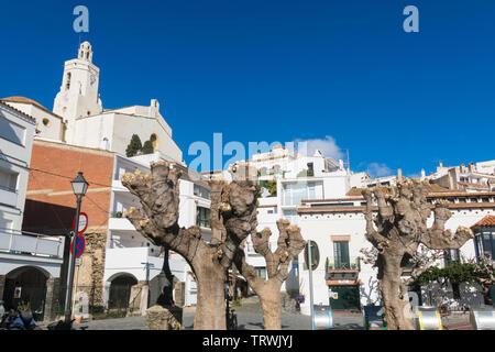 CADAQUES, SPAIN - DECEMBER 8, 2017: Spain Mediterranean village of Cadaques, whitewashed houses and the church Santa Maria, Costa Brava, Alt Emporda, - Stock Image