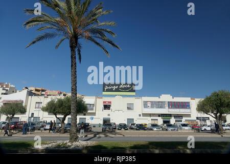 The Pingo Doce Supermarket Building Exterior In Albufeira The Algarve Portugal - Stock Image