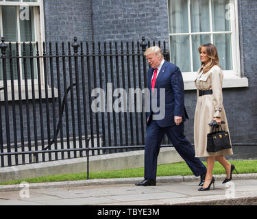 London, UK. 4th June, 2019. President Trump and his wife Melania arrive to meet Theresa May in Downing Street for a lunchtime meeting. Credit: Keith Larby/Alamy Live News - Stock Image