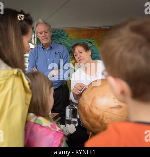 NASA Mars Exploration Program Chief Scientist Michael Meyer and NASA Senior Scientist for Astrobiology Mary Voytek - Stock Image