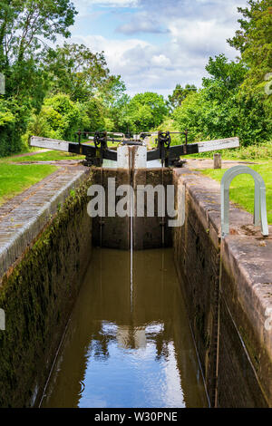 A view of the inside of an empty lock on the Tardebigge Flight, Worcester and Birmingham Canal, Worcestershire - Stock Image