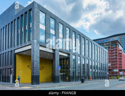 The Manchester Metropolitan University Students' Union building (Feilden Clegg Bradley 2015), Higher Cambridge Street, Manchester, England, UK - Stock Image
