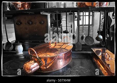 Antique copper and wrought iron cookware in a Renaissance kitchen - Stock Image