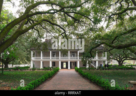 Whitney Plantation Museum USA, view of the tree-lined approach to the front of the grand house of the Whitney Plantation(now a museum), Louisiana, USA - Stock Image