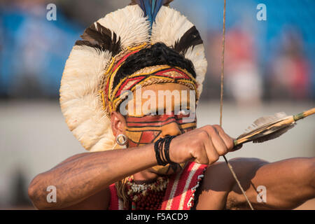 Palmas, Tocantins State, Brazil. 29th October, 2015. A Pataxo archer takes aim. International Indigenous Games, - Stock Image