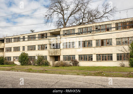 Abandoned, broken down, dilapidated, vacant, empty HUD government housing building that has turned into urban blight in Montgomery Alabama, USA. - Stock Image