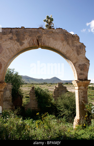 Mine ruins and landscape in the 19th century mining town of Mineral de Pozos, Guanajuato state, Mexico - Stock Image