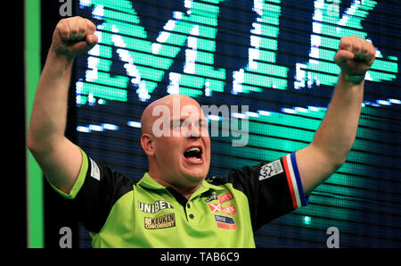 Michael Van Gerwen celebrates victory in the Premier League Play-Offs Final against Rob Cross during the Premier League Play-Offs at The O2, London. - Stock Image