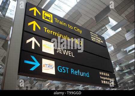 18.04.2019, Singapore, , Singapore - Signs in the departure level of Terminal 3 at Changi Airport. 0SL190418D012CAROEX.JPG [MODEL RELEASE: NOT APPLICA - Stock Image