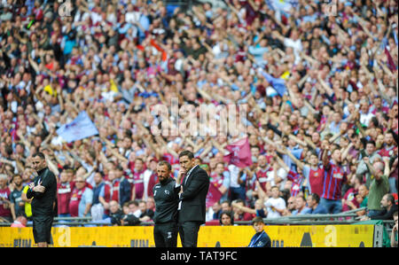 Derby manager Frank Lampard can only watch as the Villa fans celebrate their second goal during the EFL Sky Bet  Championship Play-Off Final match between Aston Villa and Derby County at Wembley Stadium , London , 27 May 2019 Editorial use only. No merchandising. For Football images FA and Premier League restrictions apply inc. no internet/mobile usage without FAPL license - for details contact Football Dataco - Stock Image