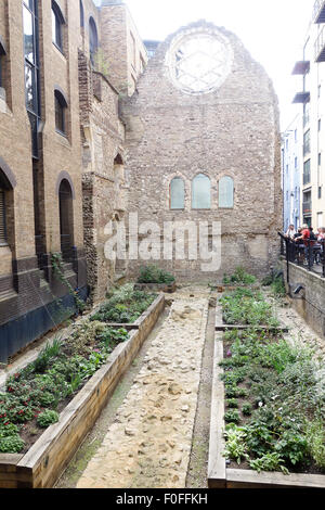 LONDON, UK - 9th August 15: The Winchester Palace in Southbankgard - Stock Image