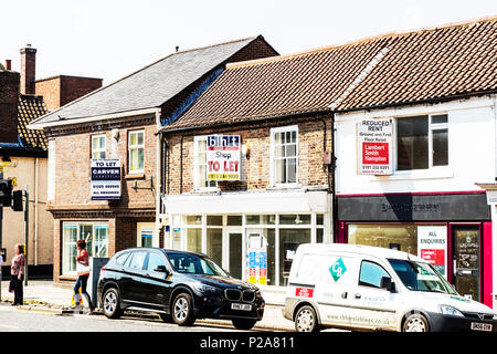 Shops to let, UK high streets, UK high street, in decline, empty shops, empty shops UK, high street woes, UK, England, high street shops empty, UK - Stock Image