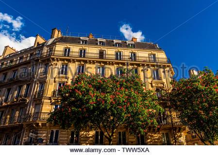 Beautiful apartment building at 18 rue du Dragon, 6th arr., Paris, France. - Stock Image