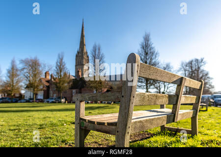Salisbury, Wiltshire, UK. 30th January 2019. An empty park bench overlooking the cathedral in Salisbury. The area is empty of people in the aftermath of the Novichok nerve agent attack by Russian agents. Credit: Thomas Faull/Alamy Live News - Stock Image
