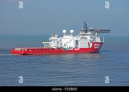 SKANDI GEOSUND OFFSHORE SUPPLY SHIP heads out from Aberdeen Harbour en-route to its North Sea oil rig platform destination. - Stock Image