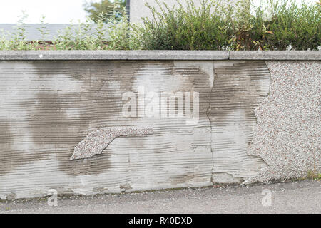 Pebbledash roughcast render falling off wall - Stock Image