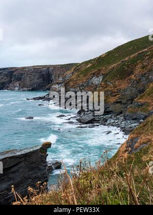 Looking down at the waves crashing on the coast near Trebarwith Strand, Cornwall - Stock Image