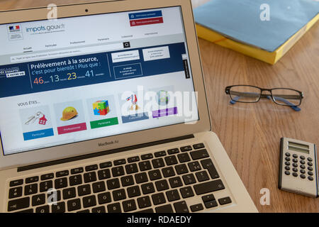 Paris,  France - November 15, 2018 : French tax website on a laptop. Reform of the payment of tax at source - Stock Image
