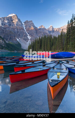 Canadian Canoes on Moraine Lake in Banff National Park, Alberta, Canada. Autumn (September) 2017. - Stock Image