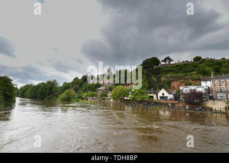 Bridgnorth, Shropshire, UK. 16th June 2019. UK Weather. After days of heavy rainfall the river Severn at Bridgnorth is starting to flood. Credit Simon Maycock / Alamy Live News. - Stock Image