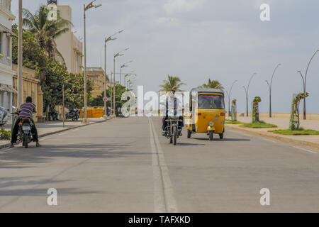 A quiet road in downtown Pondicherry next to the ocean on a hot summer day. - Stock Image