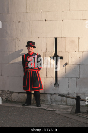 Beefeater at Middle Tower entrance to the Tower of London - Stock Image