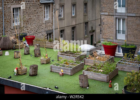 beautiful garden on the top of a roof in Saint Malo (France) - Stock Image