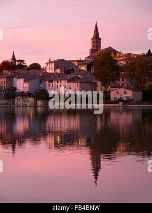 Evening sunset with canal boats moored in the Grand Bassin in Castelnaudary, Lauragais, France, on the Canal du Midi - Stock Image