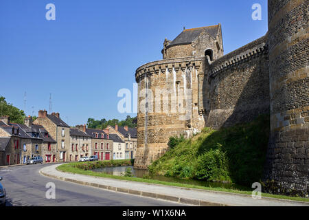 The castle walls in the older part of Fougéres, Brittany, France - Stock Image